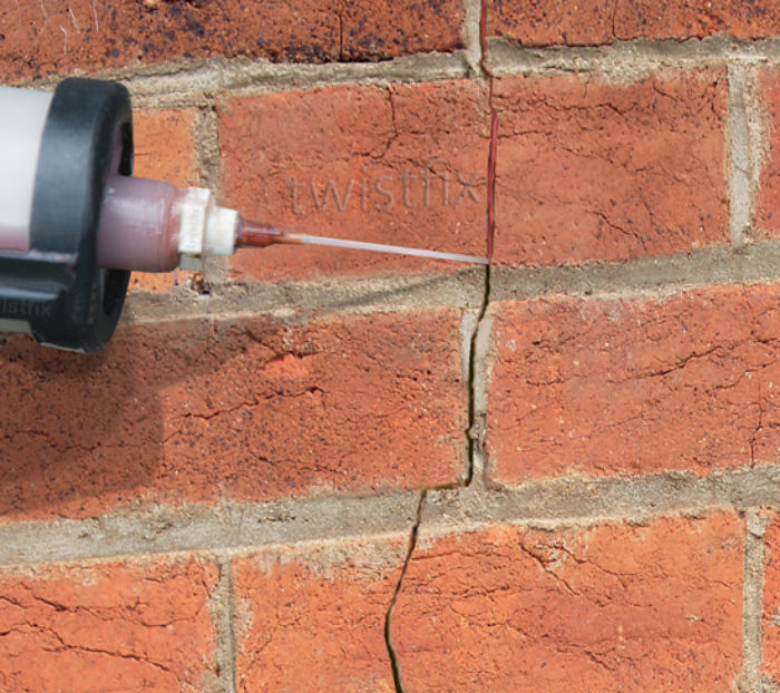 Filling-Cracked-brickwork
