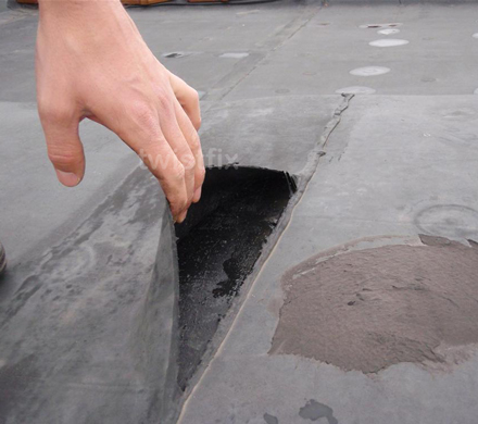 Fix Leaking Flat Roofs With Seamless Rubber Roofing