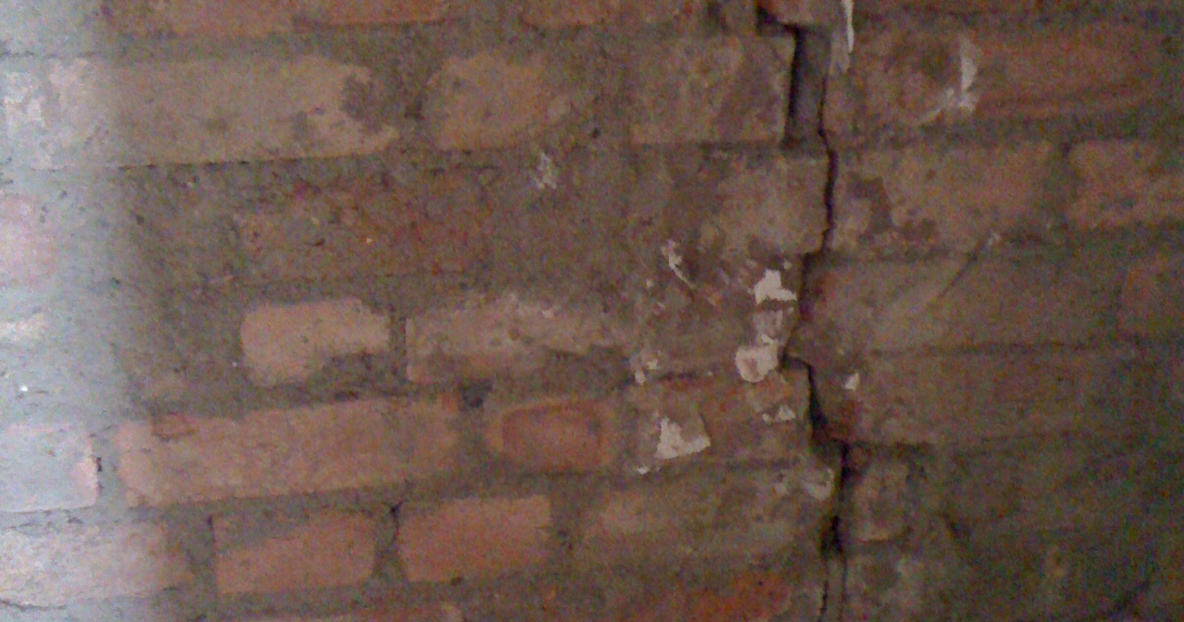Masonry Crack Repair Makes Wall Safe